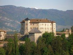 Castel_Thun_da_sud_est.JPG